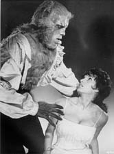 Yvonne Romain et Oliver Reed (The curse of the werewolf)